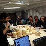 Invasione di popcorn nello studio di Radio Deejay a Roma